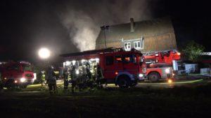 Feuerwehr im Einsatz am Brand vom Ausflugslokal Maikotten Münster