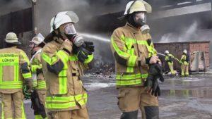 Feuerwehr Lünen bei GWA in Lünen beim Großbrand